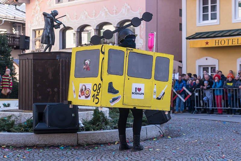 Bühnenfasching in St Gilgen am 25.02.2017, veranstaltet von der Faschingsgilde Schwarze Hand; Feuerwehr