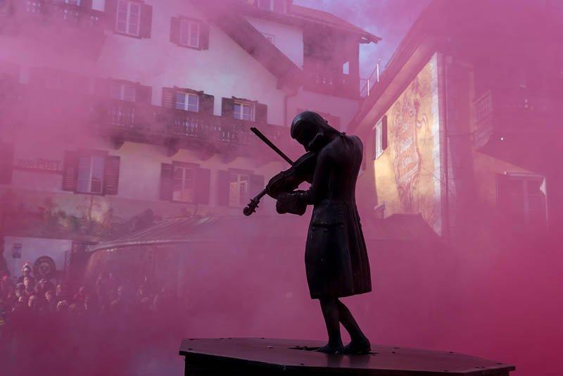 Bühnenfasching in St Gilgen am 25.02.2017, veranstaltet von der Faschingsgilde Schwarze Hand; Garde