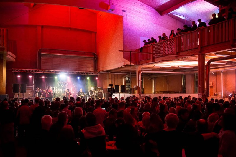 Woodrock in Berndorf in der Zimmereihalle der Fa. Oitner am 24.03.2018;  4 Bands, MEIX & CO, BADWINE, HIMMEL, DEERS ON LAKE mit der SALZBURG RAMPANT LION PIPE BAND;     Foto und Copyright: Moser Albert, Fotograf, 5201 Seekirchen, Weinbergstiege 1, Tel.: 0043-676-7550526 mailto:albert.moser@sbg.at  www.moser.zenfolio.com