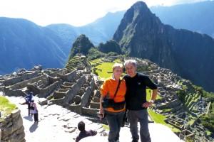 Seine Frau Waltraud, die mehrere Fremdsprachen spricht, begleitet Peter Maierbrugger auf allen Reisen und kümmert sich um Organisatorisches. Im Bild das Ehepaar in Peru.