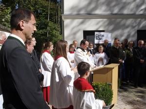 Pfarrer Michael Max segnete das Haus St. Katharina, das künftig eine Begnungstätte für alle sein soll