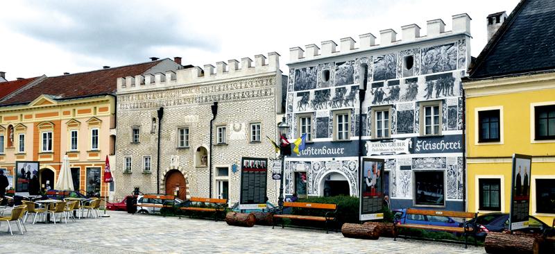 Kunstvoll restaurierte Häuser am Stadtplatz von Gmünd