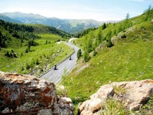 Motorradland Kärnten: Die Nockalmstraße zieht sich 35 Kilometer durch das sanfte Gelände der Nockalmberge.